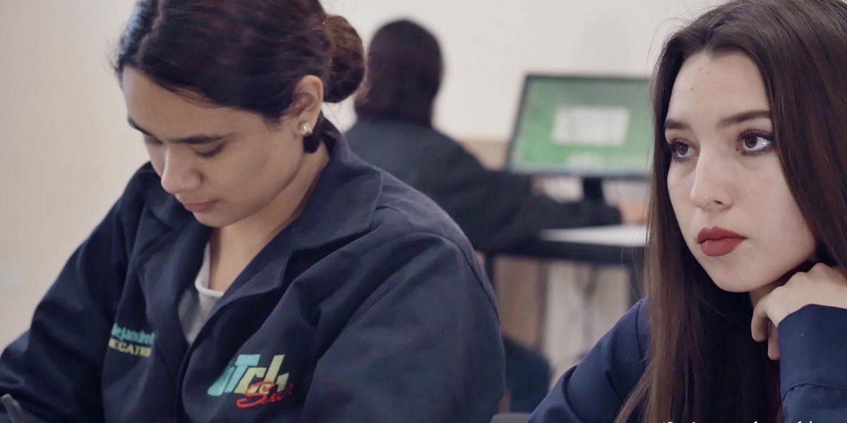 Alumnos en laboratorio